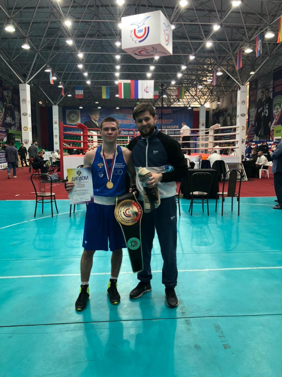 Боксер из Екатеринбурга Евгений Ляшков завоевал золото на всероссийском турнире в Грозном.