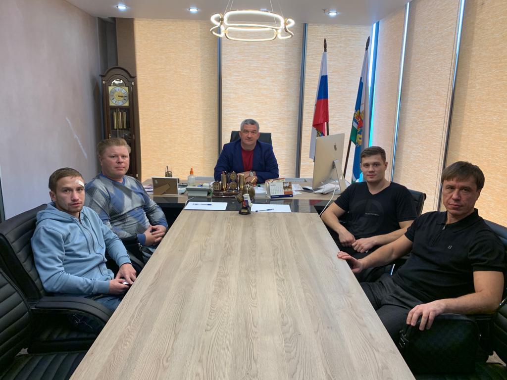Известный застройщик берет под свою опеку мужскую сборную Свердловской области по боксу