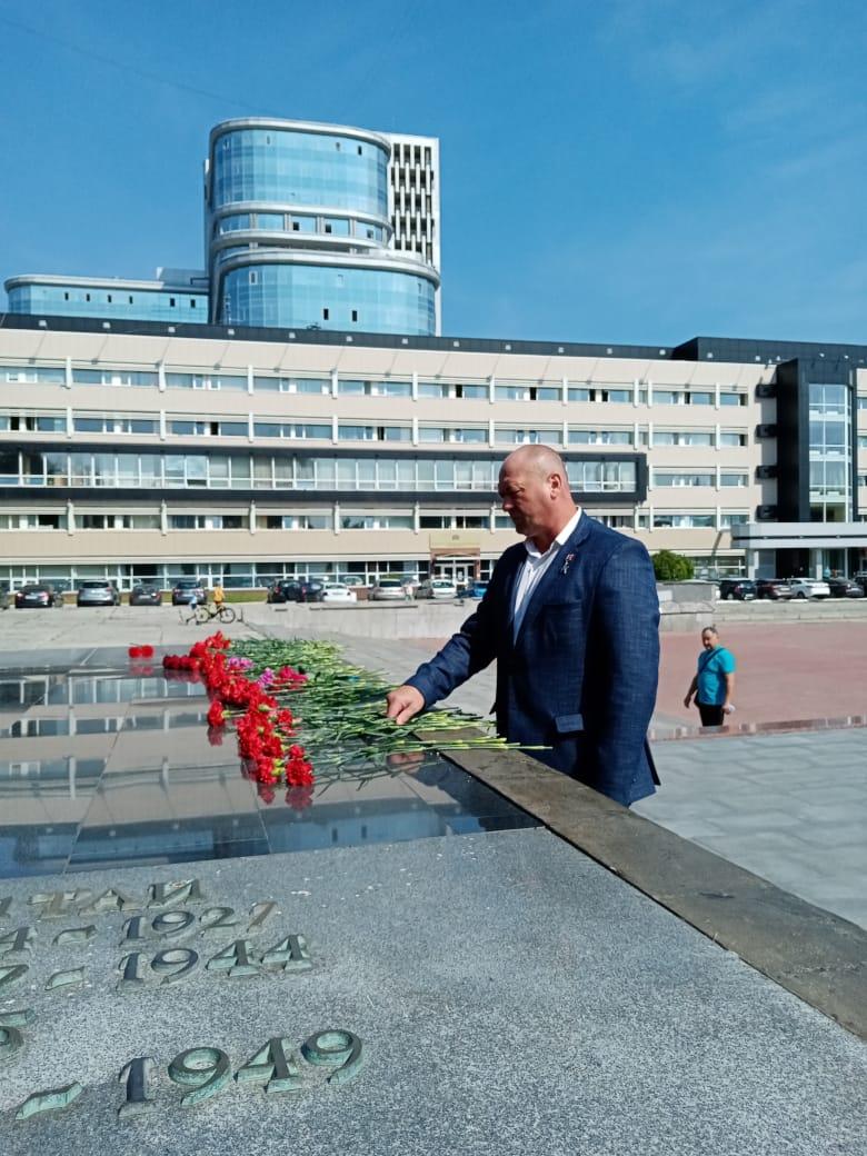 """Памятнику """"Чёрный тюльпан"""" 25 лет"""